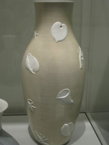 Giuseppe Gariboldi vaso con decori marini per Richard Ginori