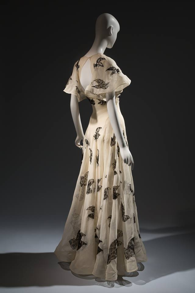 1 Madeleine-Vionnet-evening-dress-ivory-silk-organza-with-black-lace-insets-1937-France.-Collection-of-Beverley-Birks.