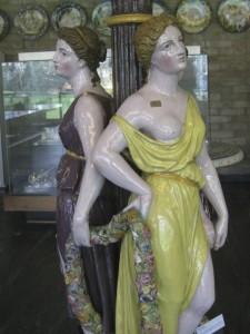 17 bis particolare fontana maiolica