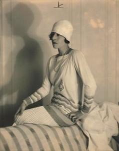 21 Jean_Patou_-tenue_portee_par_Suzanne_Lenglen_-_1926-15b2d-a7543