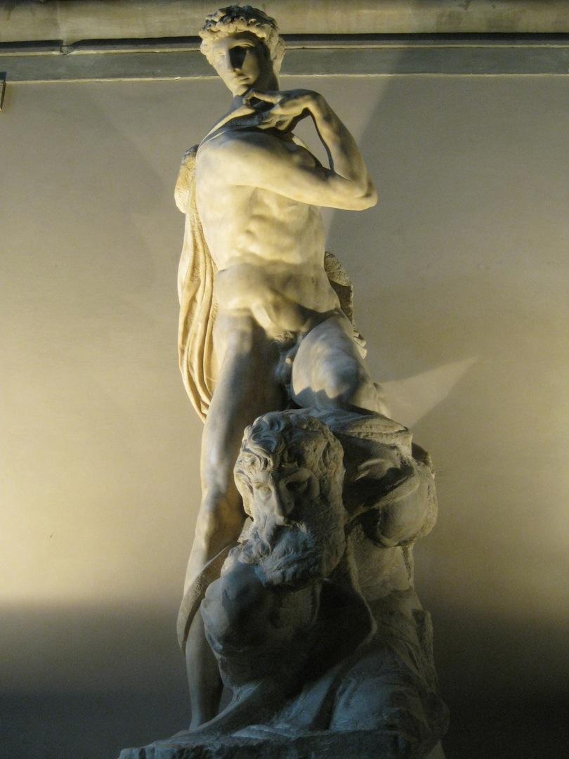 гений победы микеланджело фото ползают