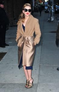 9 Scarlett-Johansson-in-MaxMara-Late-Show-With-David-Letterman-600x922