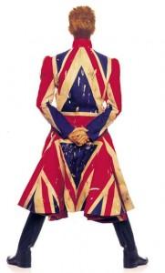 20 copertina alum earthling, 1997 cappotto disegnato da alexander McQueen