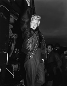 13 Marilyn-in-Korea-marilyn-monroe-