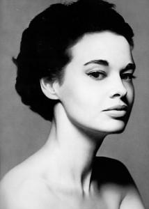 10 gloria-vanderbilt-1953-photo-richard-avedon