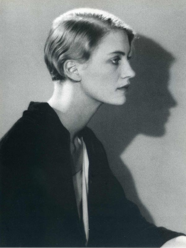 1 lee-miller-1930-man-ray