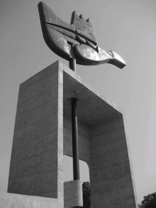 18 Le-Corbusier-s-Open-Hand-Sculpture-0