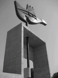 18 Le-Corbusier-s-Open-Hand-Sculpture-0