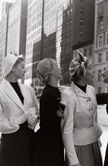 1-models-in-nyc-life-magazine-photo-gordon-parks-1952